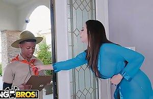 BANGBROS - Dam Ariella Ferrera Trades Pussy Of Lil D'_s Scout Wet cracks